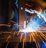 Заварка MIG в фабрике Стоковые Фото