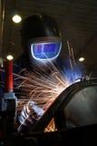 заварка welder части металла стоковые изображения