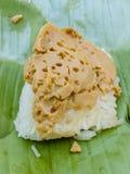 Заварной крем липкого риса тайский на зеленых лист банана Стоковое Изображение