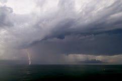 Завальцовка Strom молнии внутри Стоковое Фото