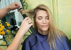завивая волосы Стоковое Фото