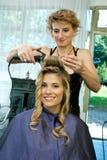 завивая волосы Стоковые Фотографии RF