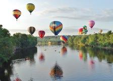 Зависать горячие воздушные шары Стоковые Фотографии RF