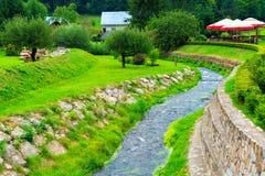 Заводь и зеленая лужайка стоковые фотографии rf