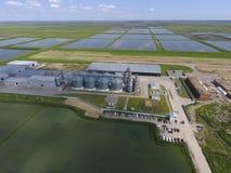 Завод для засыхания и хранения зерна Взгляд сверху Termi зерна Стоковое фото RF