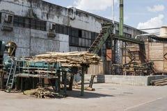 Завод лесопилки для внешний деревянный рециркулировать Обрабатывать тимберса на лесопилке стоковое изображение