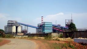 Завод по изготовлению стали подвергает установку механической обработке Стоковые Изображения