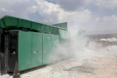 Завод по переработке вторичного сырья стекла автомобиля Стоковое фото RF