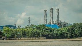 Завод фабрики с печными трубами Стоковые Изображения RF