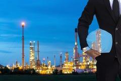 Завод refiery масла обзора человека двойной экспозиции, и химический завод Стоковая Фотография RF
