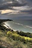 заволакивает береговая линия над штормом Стоковая Фотография