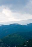 заволакивает гора Стоковое фото RF