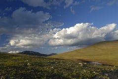заволакивает горы colorado над утесистым штормом Стоковые Фото