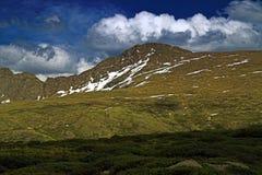 заволакивает горы colorado стоковая фотография