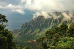 заволакивает долина kauai kalalau Стоковые Фото