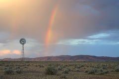 заволакивает драматическая радуга Стоковые Фотографии RF