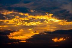 заволакивает драматическое небо Стоковое фото RF