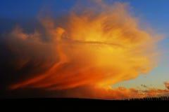 заволакивает драматическое небо Стоковое Изображение RF