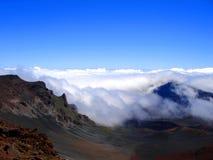 заволакивает завальцовка Гавайских островов maui haleakala стоковое изображение rf