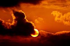 заволакивает заход солнца Стоковая Фотография RF
