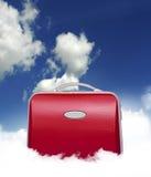 заволакивает красный чемодан Стоковое Фото