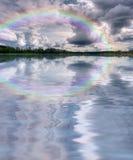 Заволакивает ландшафт воды радуги Стоковые Изображения RF