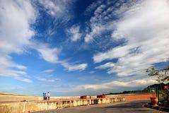 заволакивает небеса Стоковые Фото