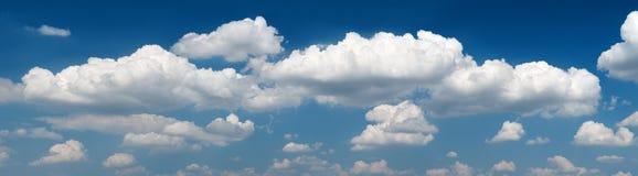 заволакивает небо панорамы Стоковая Фотография