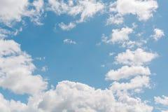 заволакивает небо синь заволакивает небо Стоковые Фото
