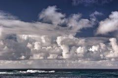 заволакивает океан сверх Стоковое Фото
