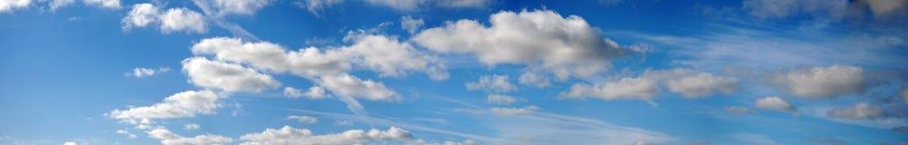 заволакивает панорамное небо Стоковое Фото