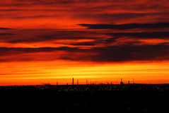 заволакивает румяное солнце неба стоковое фото