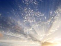 заволакивает световые лучи Стоковое Изображение