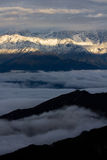 заволакивает снежок моря горы Стоковое Фото
