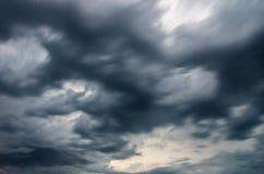 заволакивает темный шторм стоковая фотография rf