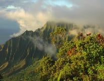 заволакивает napali kauai Стоковые Изображения