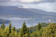 заволакивает scottish loch стоковые фотографии rf