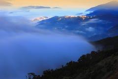 заволакивает silhou горыette sunset стоковые изображения rf