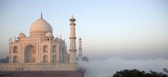 заволакивает taj достигаемости Индии mahal Стоковое фото RF