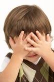 заволакивание мальчика eyes детеныши студии портрета стоковые фото