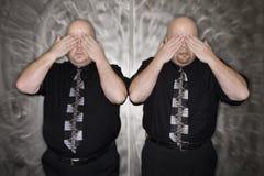 заволакивание eyes близнец людей стоковое изображение