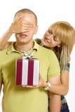 заволакивание eyes она он сярприз супруга s к женщине Стоковое Фото