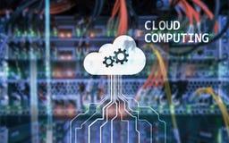 Заволоките сервер и вычислять, хранение данных и обрабатывать Интернет и концепция технологии стоковая фотография