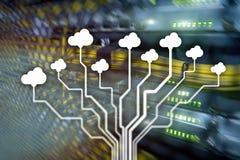 Заволоките сервер и вычислять, хранение данных и обрабатывать Интернет и концепция технологии стоковое изображение
