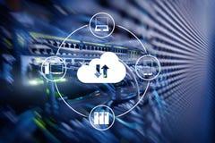 Заволоките сервер и вычислять, хранение данных и обрабатывать Интернет и концепция технологии стоковое изображение rf