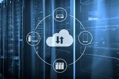 Заволоките сервер и вычислять, хранение данных и обрабатывать Интернет и концепция технологии стоковое фото rf