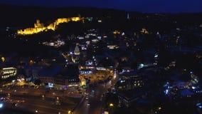 Завораживающий загоренный центр города, яркие улицы, потребление высокой энергии видеоматериал