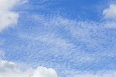 заволакивает небо Для абстрактного экземпляра текста предпосылки или вставки Стоковое фото RF