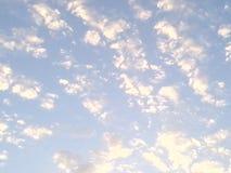 заволакивает небо Стоковое Фото