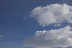 заволакивает небо стоковые изображения